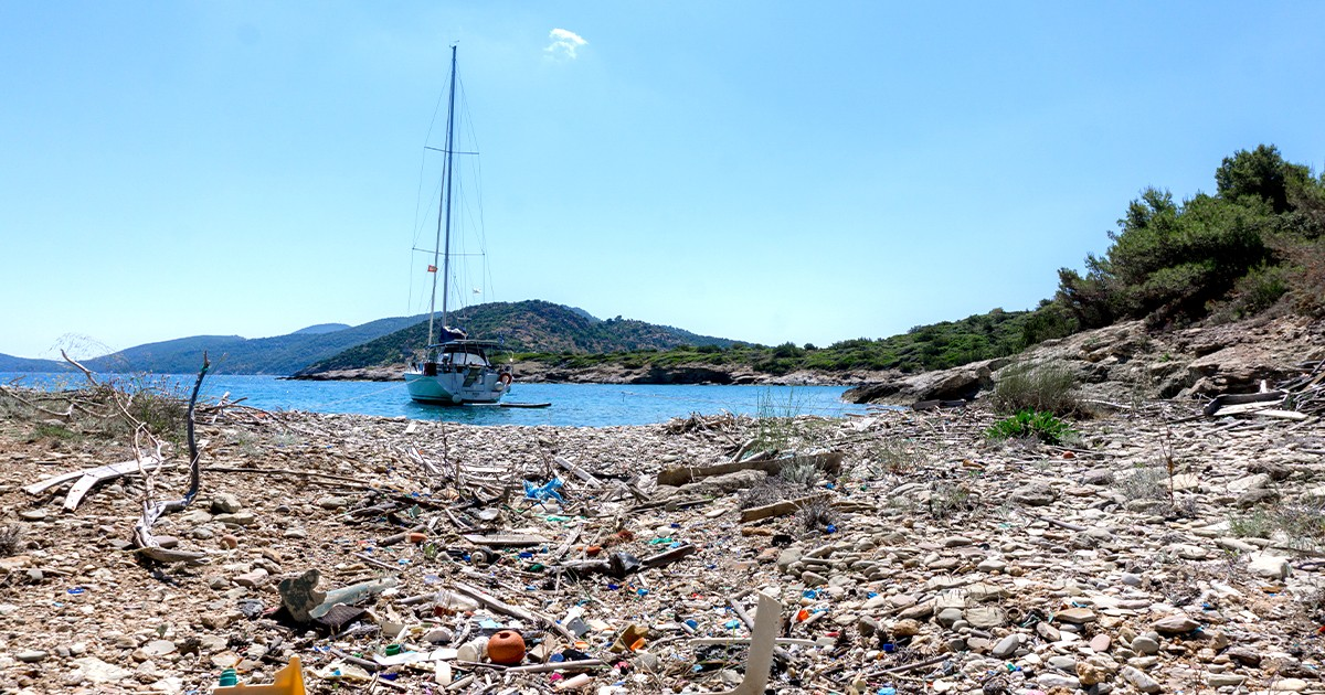 segeln_gegen_muell_in_griechenland