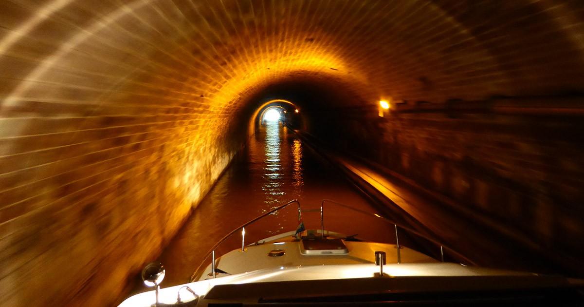 SiSicheres Fahren mit einem Hausboot: besuche den passenden Kurs